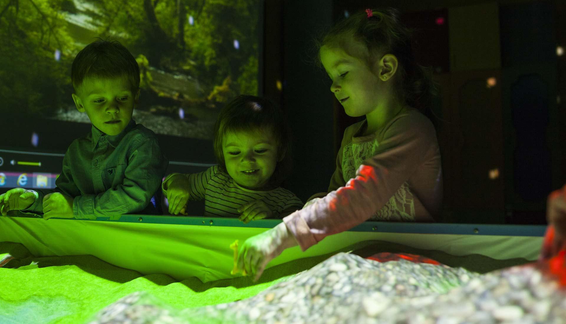 Анимационная мастерская в сенсорной комнате с гигантской Интерактивной песочницей